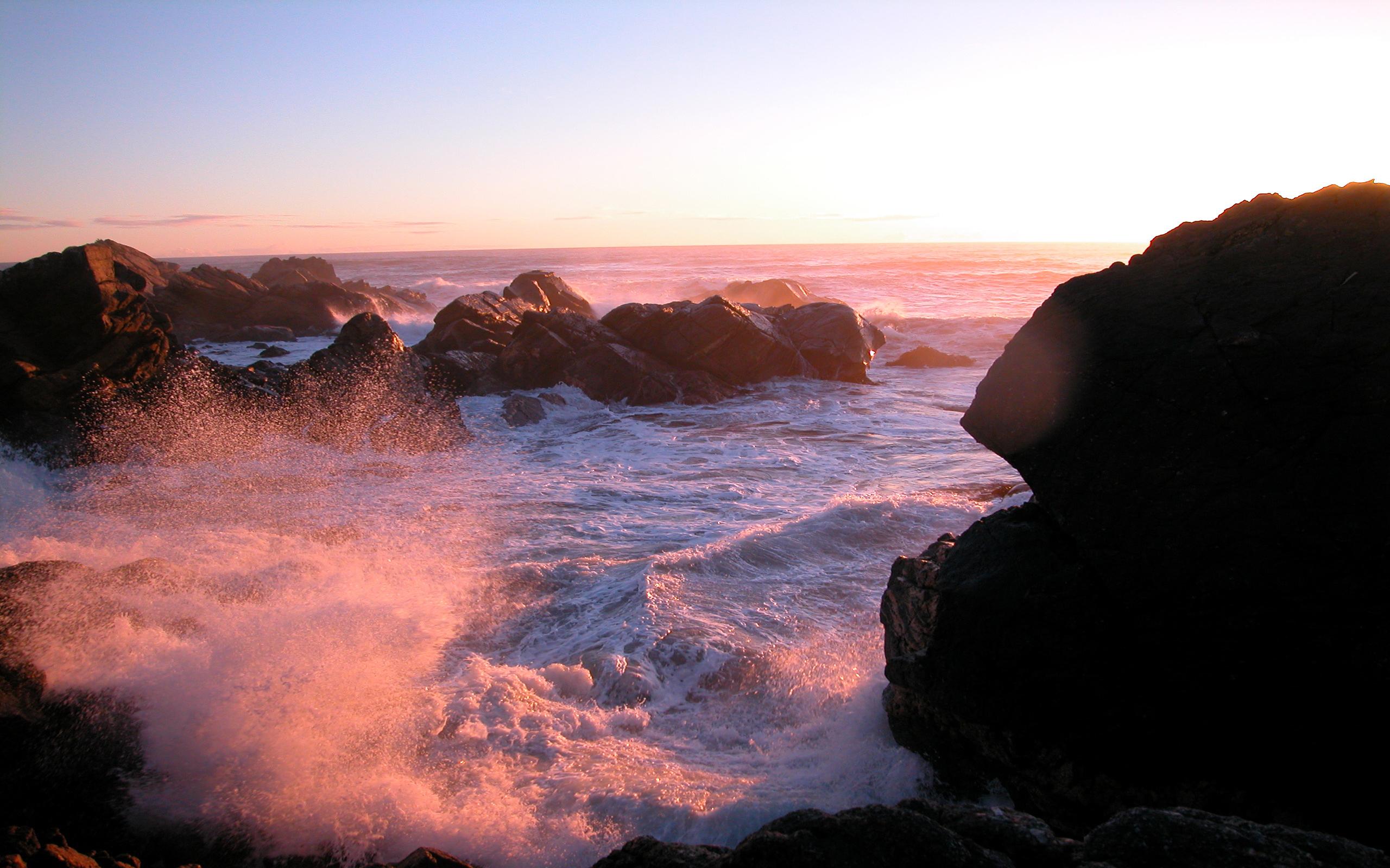 Foto Costa Del Mar, Rocas y Luz Solar